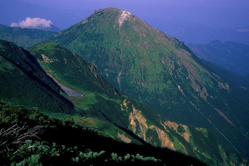 【活火山】新潟焼山からの噴煙量多く、地震の回数も増加…半径1km以内を警戒区域とし立入禁止に
