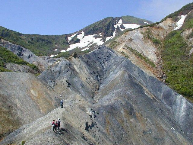 秋田・岩手に跨る活火山「秋田駒ヶ岳」で火山性地震を観測…12日18回、13日は24回