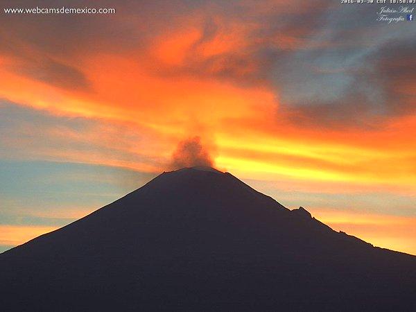 【メキシコ】ポポカテペトル山で火山活動が活発化!噴火を繰り返す…同じくして「UFO」の目撃が多発!UFO研究家ら「大噴火するのでは」と噂が広がる