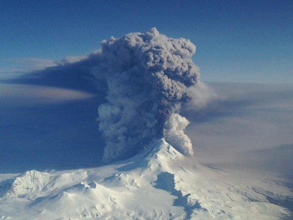 【アラスカ】アリューシャン列島にあるパブロフ火山が噴火…噴煙は1万1000メートルまで到達