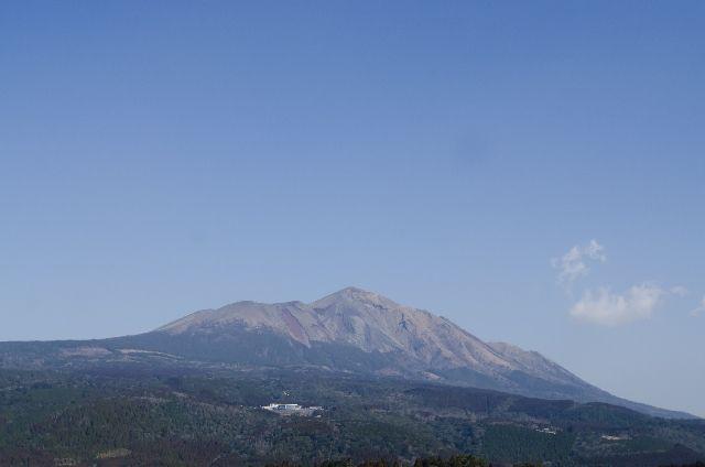 【霧島連山】硫黄山で2日連続の「火山性微動」及び隆起するような「地盤の変動」を観測、突発的な噴出が起きる可能性…専門家「火山活動が活発化していると言わざるをえない」