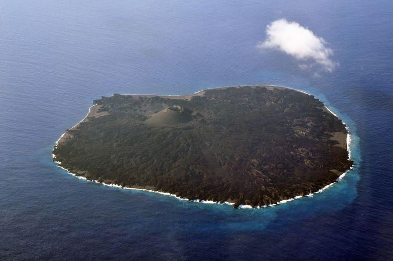【西之島】噴火が止まり火山活動低下か、溶岩流も見当たらず…しばらく噴火は起きない模様
