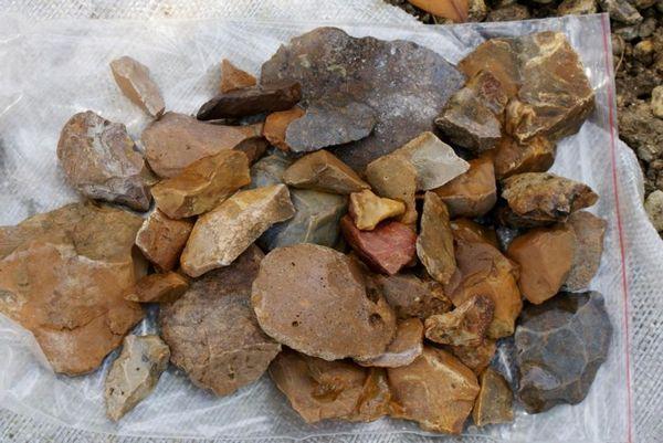 【オーパーツ】インドネシアの島で「謎の石器」を発見…誰がこれを作ったのか不明