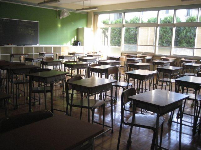 【癒着利権】制服などの学校用品はなぜ高い?学校と指定先業者の関係と実態とは...