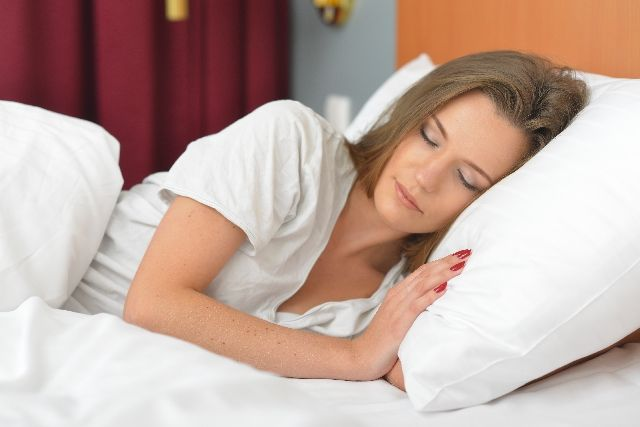 【寝相】 あなたは左向き?右向き?「左」を向いて寝た方が体にはメリットが多い!健康になれる「8つの理由」