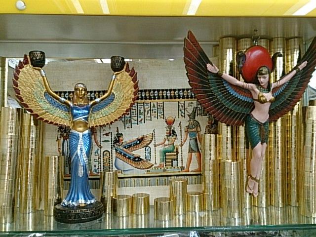 3女神イシス