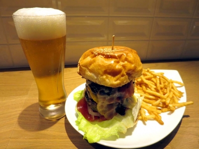 20160327AirsBURGER_tower_beer.jpg