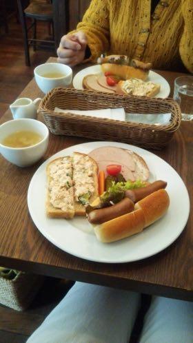 ドイツパンのランチ