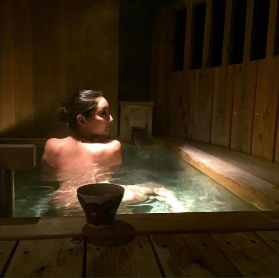 菜々緒 インスタの全裸温泉入浴ヌード写真 画像18枚 1