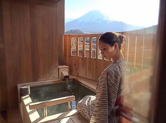 菜々緒 インスタの全裸温泉入浴ヌード写真 画像18枚 2