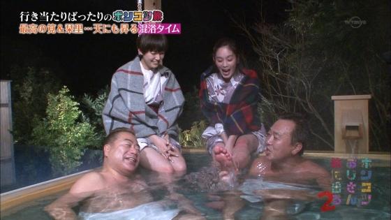 筧美和子 パンチラと太ももをサービスした混浴温泉ロケキャプ 画像28枚 15
