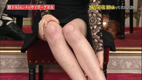 三吉彩花 パンチラ寸前な股間と美脚を披露したしゃべくり007キャプ 画像28枚 11
