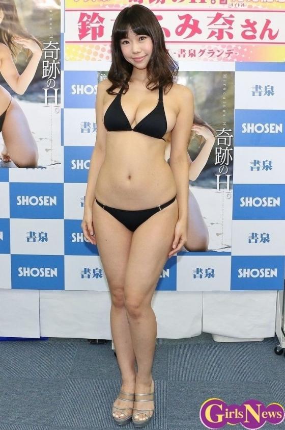 鈴木ふみ奈 写真集奇跡のH。販促イベントのHカップ爆乳 画像28枚 4