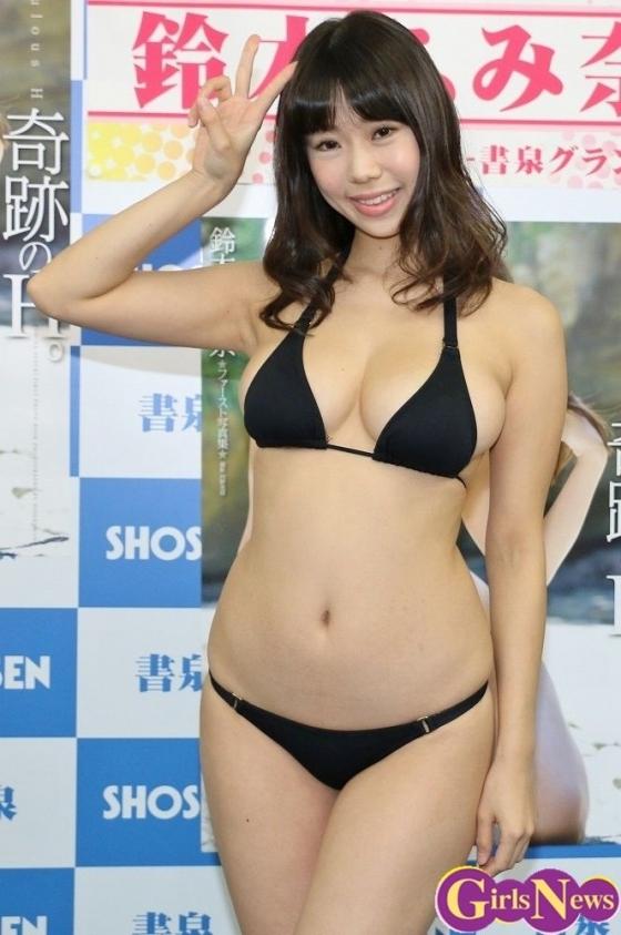 鈴木ふみ奈 写真集奇跡のH。販促イベントのHカップ爆乳 画像28枚 5