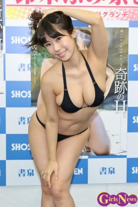 鈴木ふみ奈 写真集奇跡のH。販促イベントのHカップ爆乳 画像28枚 8
