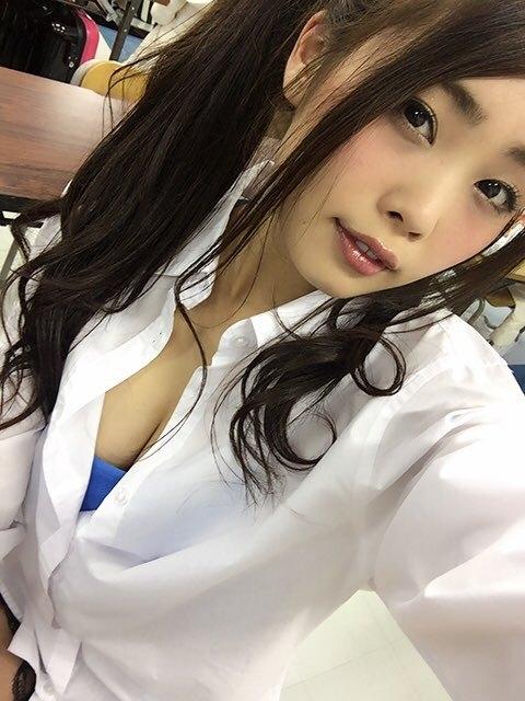 青海 DVD秘密の契約書の乳首ポチとEカップ谷間キャプ 画像26枚 1