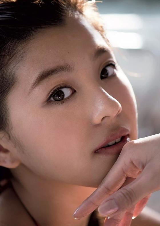 朝比奈彩 ヤンマガ最新号のCカップ水着姿と美脚グラビア 画像26枚 25