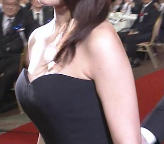 有村架純 日本アカデミー賞のDカップドレス姿キャプ 画像30枚 17