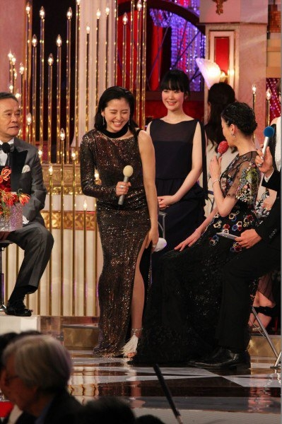 長澤まさみ 日本アカデミー賞の腋と背中全開ドレス姿 画像19枚 9