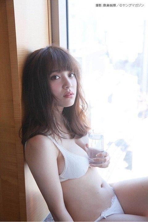 都丸紗也華 ヤンマガのニプレス透けノーブラFカップグラビア 画像30枚 9