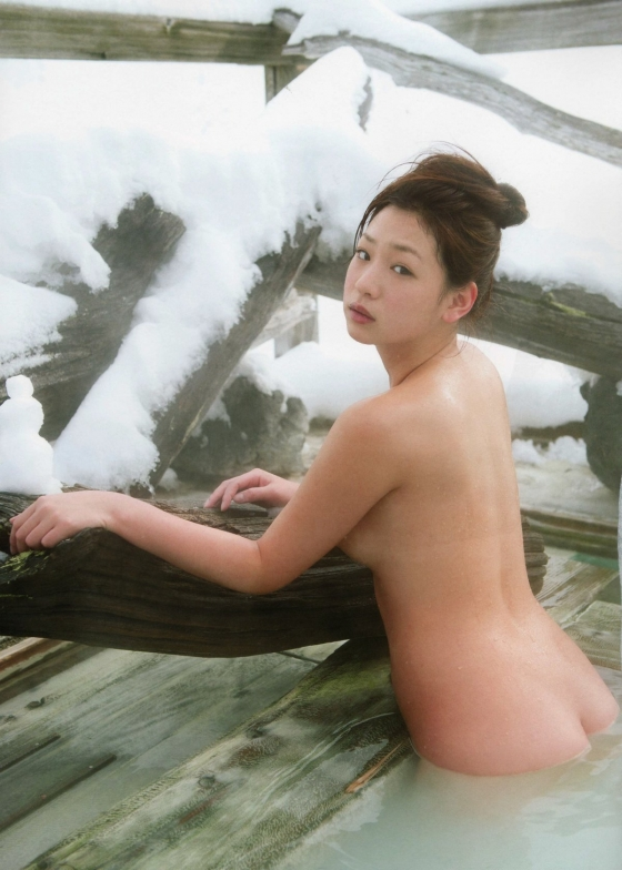 佐山彩香 フライデーのムチムチヌードグラビア 画像29枚 16