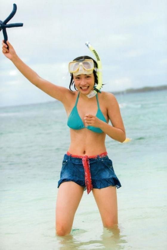 広瀬すず Dカップ水着姿を披露したヤンジャン最新号グラビア 画像30枚 18