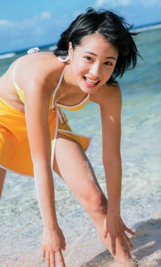 広瀬すず Dカップ水着姿を披露したヤンジャン最新号グラビア 画像30枚 8