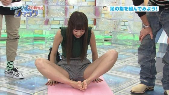 岡田紗佳 Gカップ着衣巨乳&腋&股間キャプ 画像30枚 23