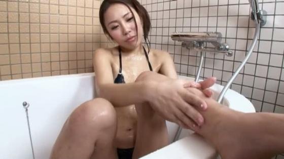 渡瀬茜 スーパー美脚の水着食い込み股間&お尻キャプ 画像37枚 21