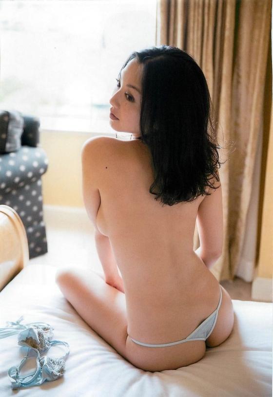 吉田里深 フライデー袋とじの熟女セミヌードグラビア 画像29枚 25