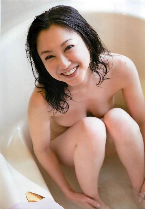 吉田里深 フライデー袋とじの熟女セミヌードグラビア 画像29枚 28