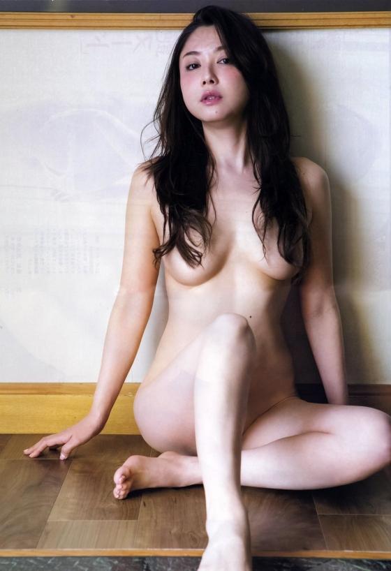吉田里深 フライデー袋とじの熟女セミヌードグラビア 画像29枚 3