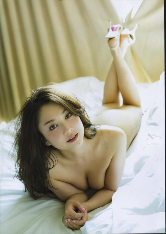 吉田里深 フライデー袋とじの熟女セミヌードグラビア 画像29枚 5