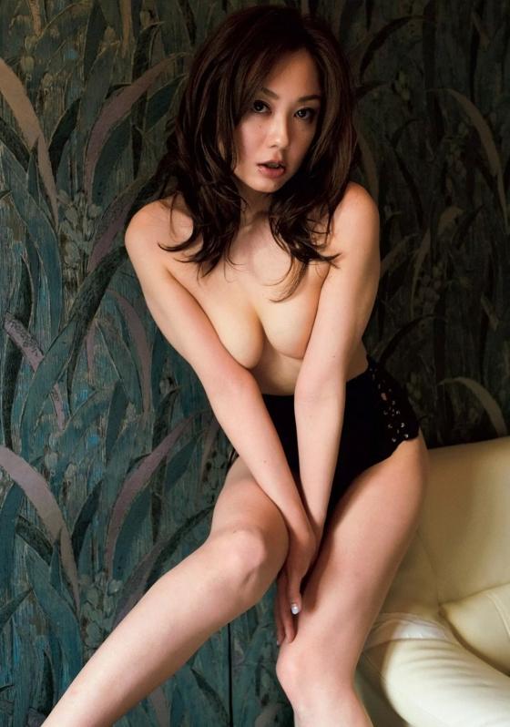 吉田里深 フライデー袋とじの熟女セミヌードグラビア 画像29枚 9
