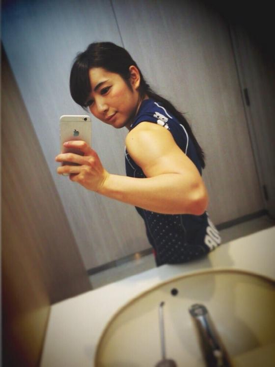 才木玲佳 週プレの筋肉アイドル水着グラビア 画像26枚 24