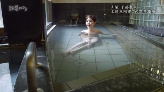 岡愛恵 秘湯ロマンの美脚とお尻の割れ目キャプ 画像30枚 11
