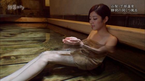 岡愛恵 秘湯ロマンの美脚とお尻の割れ目キャプ 画像30枚 9