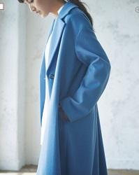 青コート モデル1