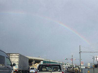 行く手にかかる虹