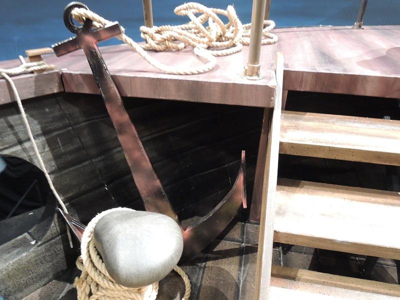 舞台の上 船の錨