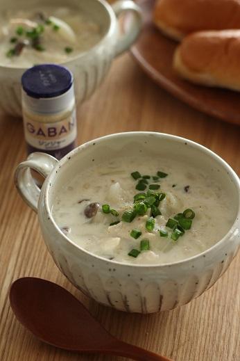 押し麦とおろし蓮根のジンジャーミルクスープ