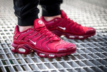 nike-air-max-plus-pepper-red-2-640x428.jpg