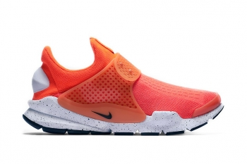 nike-sock-dart-total-crimson-2.jpg