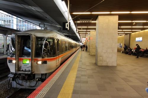 大阪駅 ワイドビューひだ