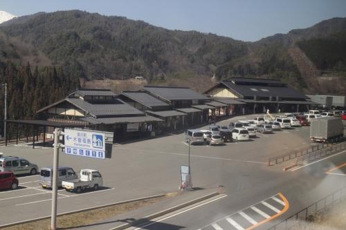 「ワイドビューしなの」の車窓から  道の駅木曽福島