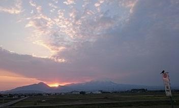 日の出とカー子