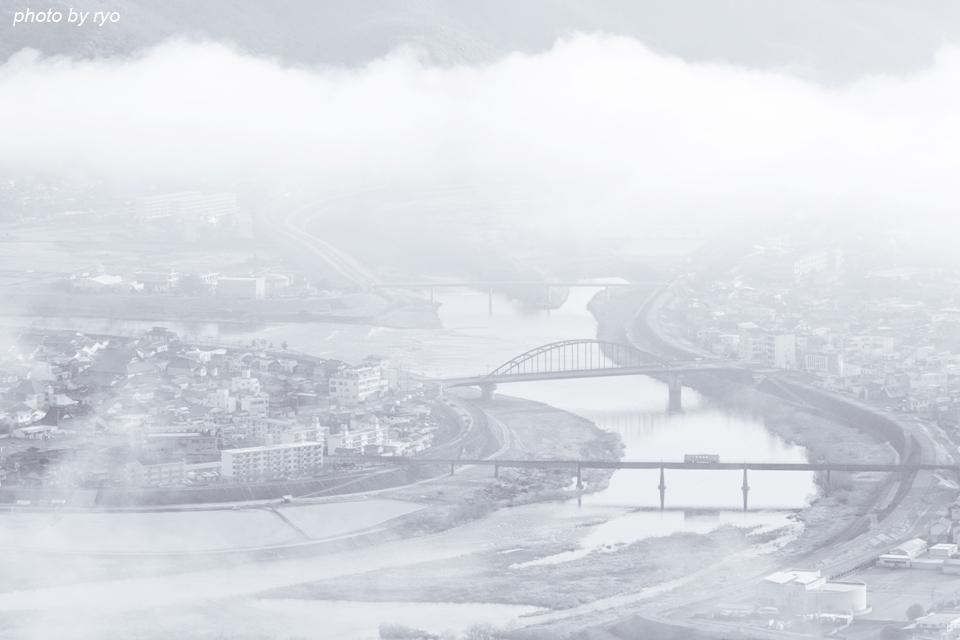 霧の朝の三江線