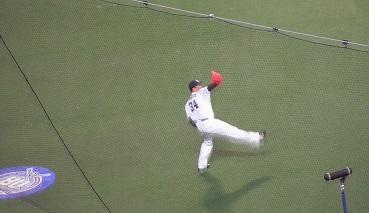①試合前キャッチボール