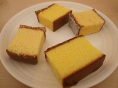 【写真】お皿に並べた長崎のカステラ4品種