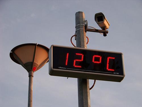 1024px-Prosek,_displej_času_a_teploty_a_kamera,_teplota